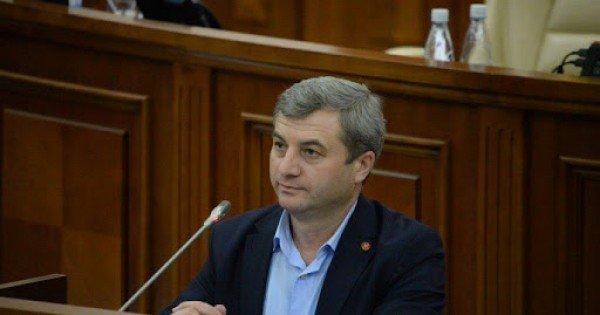 SURSE // Liderul fracțiunii PSRM din Parlament, Corneliu Furculiță, testat pozitiv la COVID-19