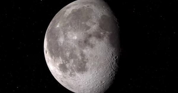 NASA anunță că a descoperit apă pe suprafața luminată de soare a Lunii