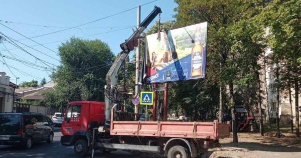 Mai multe panouri publicitare vor fi demontate și evacuate de pe străzile Capitalei
