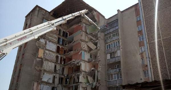 Încep lucrările de demolare a blocului prăbușit de la Otaci: IGSU anunță că va gestiona acțiunile // FOTO