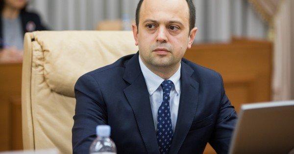Oleg Țulea renunță la funcția de ministru al Afacerilor Externe și Integrării Europene pentru a deveni ambasador