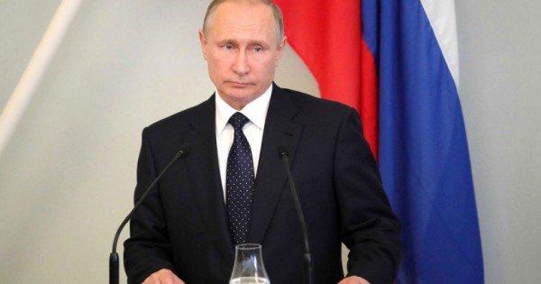 Putin a decis prelungirea embargoului asupra produselor alimentare occidentale