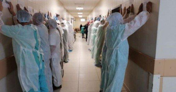 Proteste în Belarus. Autoritățile de la Minsk susțin că un protestatar decedat la spital era beat. Medicul care a negat acest lucru a ajuns în izolator (FOTO, VIDEO)