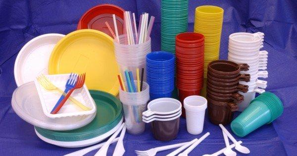 Inspectorii APCSP au depistat încălcarea regulilor de comerț a pungilor și a veselei din plastic