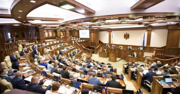 /INFOGRAFIC/ Sute de proiecte, înregistrate în Parlament. Ce fracțiune a depus cele mai multe inițiative în 2020