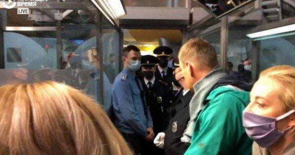 LIVE. Alexei Navalnîi a fost arestat pe aeroport. Presa rusă anunță că 53 de oameni au fost reținuți