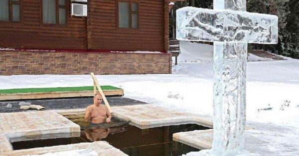(video) Vladimir Putin și-a etalat corpul sculptat, de Bobotează: S-a scufundat în apă rece ca gheață într-o pereche de boxeri albaștri
