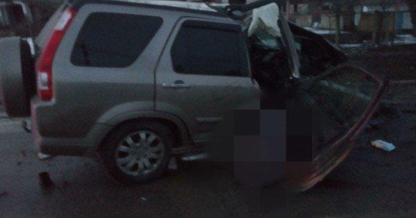 Grav accident rutier la Ștefan Vodă! Pasagerul unei Honda a murit după ce șoferul a pierdut controlul volanului și a intrat într-un copac