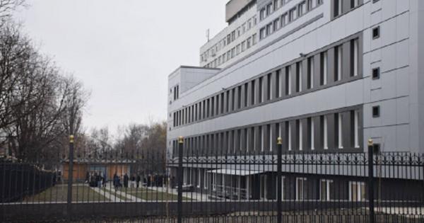 O femeie a murit după ce s-a aruncat în gol de la etajul cinci al Spitalului de Urgență din Chișinău