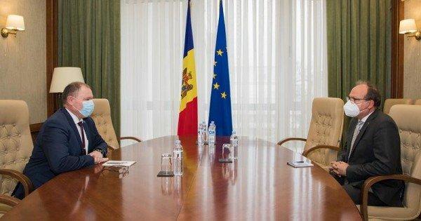 Întrevedere cu premierul interimar: Daniel Ioniță a reiterat disponibilitatea României de a oferi vaccinul anti-Covid
