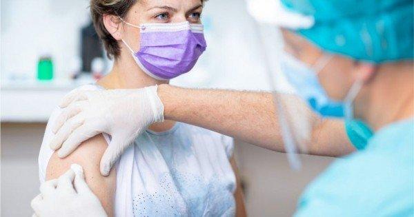 Aproape jumătate de milion de români s-au vaccinat împotriva virusului Covid-19