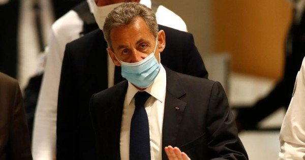 Franța: Fostul președinte Nicolas Sarkozy, condamnat la 3 ani de închisoare pentru corupție