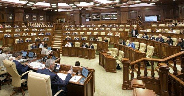 DOC // Secretariatul Parlamentului pregătește lista deputaților pentru a fi vaccinați împotriva COVID-19
