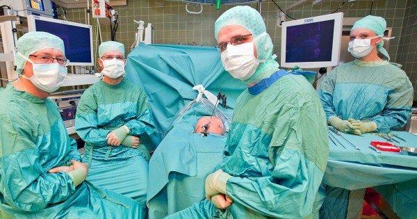 O femeie a primit primul transplant de trahee umană din istorie