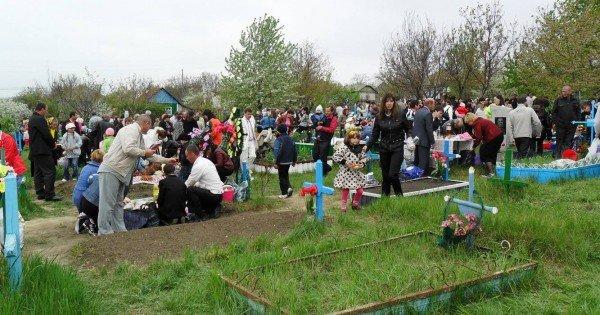 Locuitorii municipiului Edineț vor avea acces în cimitire de Paștele Blajinilor