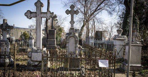 La fiecare mormânt nu mai mult de opt persoane. Locuitorii municipiului Edineț vor avea acces în cimitire, de Blajini