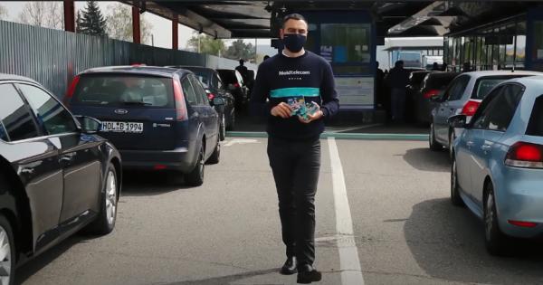 /VIDEO/ Moldtelecom oferă gratuit cartele de telefonie mobilă. De sărbători, mai aproape de familie