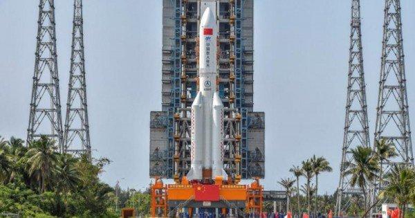 Rachetă chinezească scăpată de sub control, înainte de intrarea în atmosferă. Bucăți din Long March-5B ar putea să cadă în zone locuite