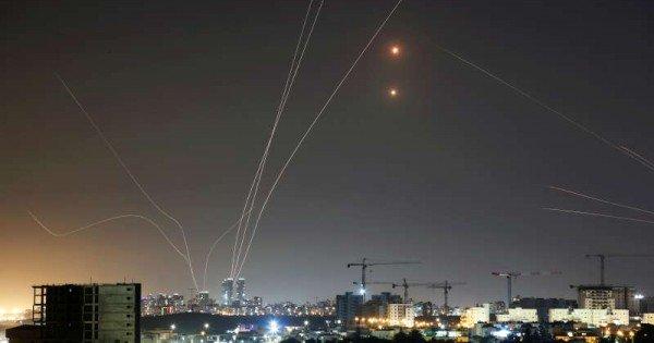 Metropola israeliană Tel Aviv a fost ţinta unei ploi de rachete lansate din Fâşia Gaza
