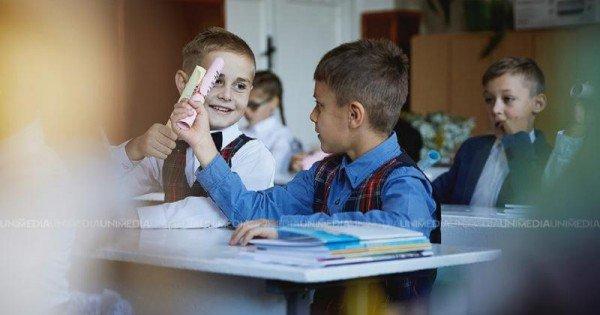 Situația Covid-19 în învățământ: Circa 60% din școlile din ţară activează cu prezența fizică a elevilor