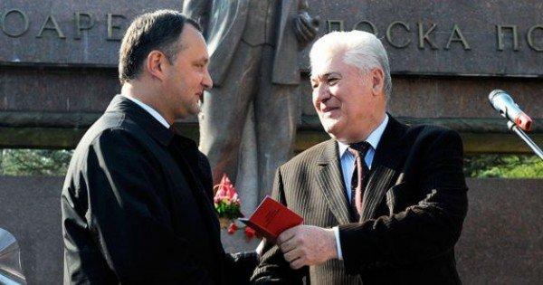 După 10 ani, sunt din nou împreună. Filmul replicilor dintre Vladimir Voronin și Igor Dodon (VIDEO)