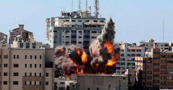 VIDEO: Momentul în care o rachetă distruge sediul Associated Press şi canalului Al Jazeera din Fâșia Gaza