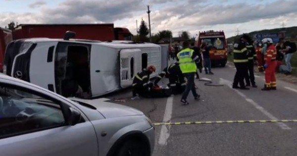 Un microbuz cu moldoveni a fost lovit de un camion, în județul Iași. A fost activat planul roșu de intervenție (VIDEO)