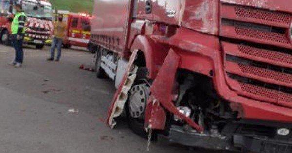 Accident cumplit la Iași. Un microbuz cu moldoveni, doborât de un TIR. 13 răniți, din care un copil de 2 ani