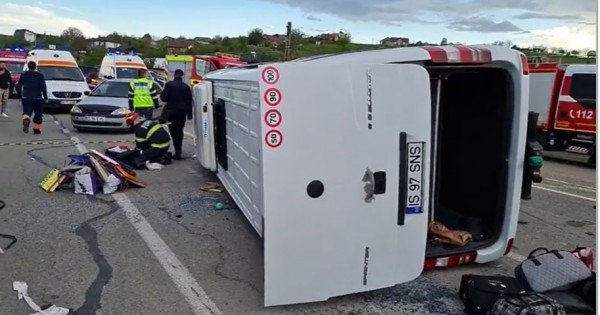 17 cetățeni din Moldova, implicați într-un accident rutier la Iași. Autoritățile române au anunțat Plan Roșu de intervenție