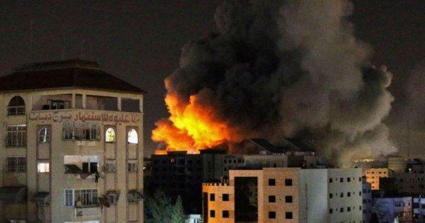 (video) Violenţe israeliano-palestiniene continuă: Un bloc în care se aflau birourile Associated Press şi Al Jazeera s-a prăbușit