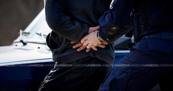 Doi polițiști de la sud, reținuți de CNA. Riscă până la 7 ani de închisoare