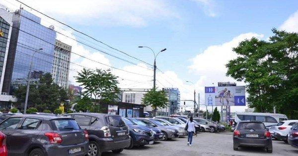 /FOTO/ O parcare publică din centrul Capitalei, eliberată. Ceban spune că spațiul era exploatat abuziv de un agent economic