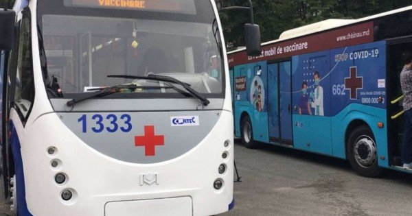 Troleibuzul la Buiucani, iar autobuzul la Vatra. Adresele unde vor fi amplasate cele două puncte mobile de vaccinare