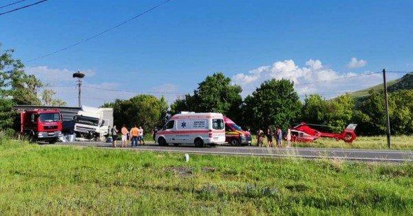 FOTO // Accident în România: Trei moldoveni morți; Printre victime un copil de șase ani, altul de 10 ani, internat în spital
