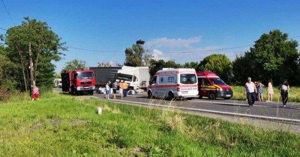 Trei moldoveni au murit într-un accident produs în România. Un copil de 10 ani, originar din Republica Moldova, transportat la spital