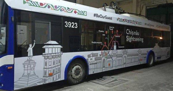 Călătoria cu troleibuzul turistic în Chișinău va costa 30 de lei. Ce intră în preț