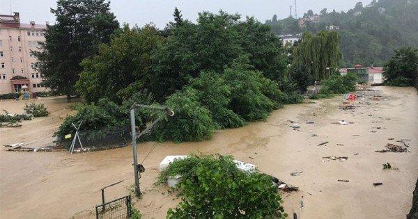 Turcia, la extreme. După temperaturi record, inundații devastatoare pe coasta Mării Negre