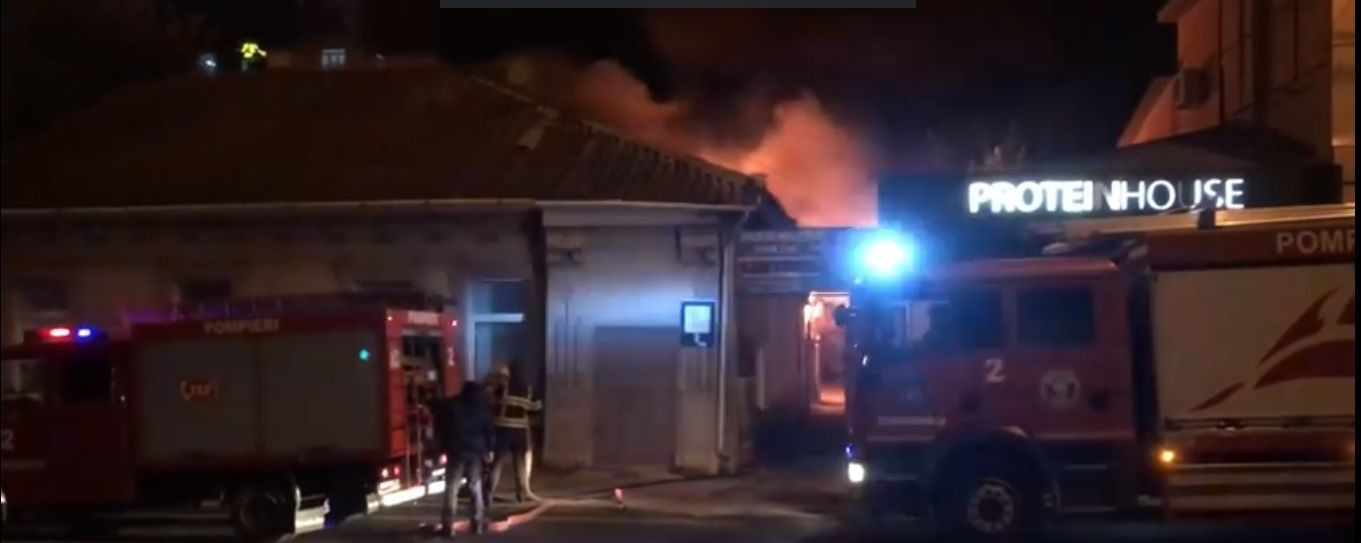 VIDEO // Casă cuprinsă de flăcări în centrul Chișinăului. Pompierii au intervenit la fața locului