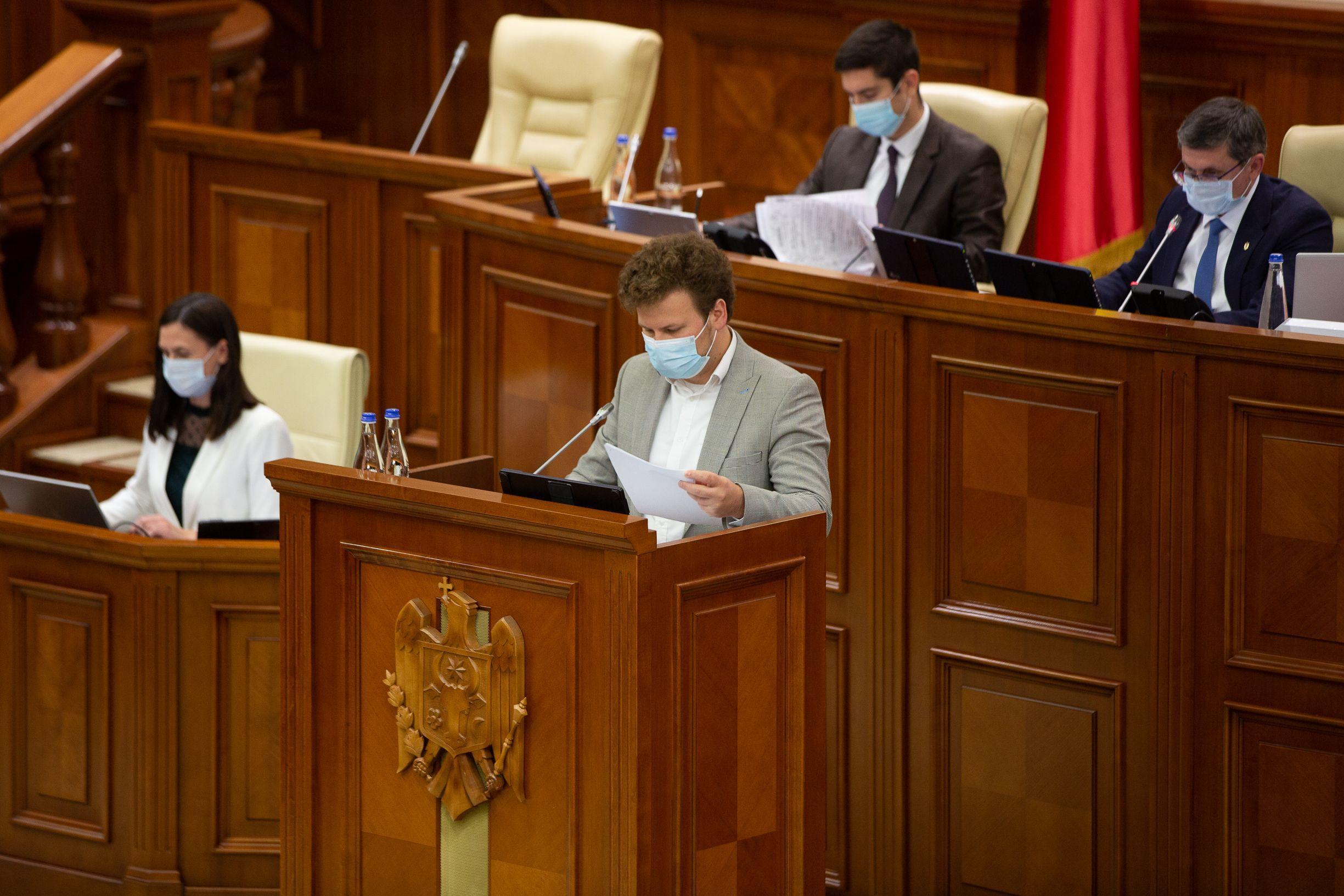 Votat de parlament! Accesul la produsele din tutun încălzit și țigările electronice va fi limitat